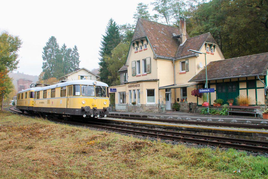 725 004 und 726 004 in Gräveneck auf der Lahntalbahn, aufgenommen am 29.10.2016.
