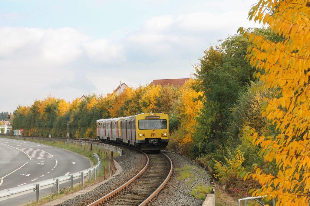 Zwei VT2E der HLB zwischen Neu Anspach und Hausen auf der Taunusbahn, aufgenommen am 27.10.2016.