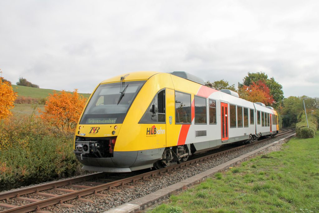 648 409 in Hundstadt auf der Taunusbahn, aufgenommen am 27.10.2016.