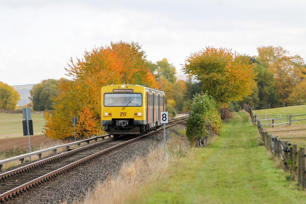 Ein VT2E der HLB bei Neu Anspach auf der Taunusbahn, aufgenommen am 29.10.2016.