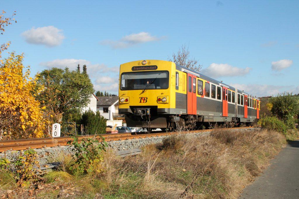 Ein VT2E der HLB in Wehrheim auf der Taunusbahn, aufgenommen am 29.10.2016.