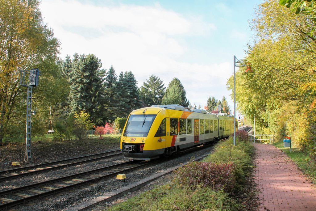 648 409 verlässt Wilhelmsdorf auf der Taunusbahn, aufgenommen am 27.10.2016.