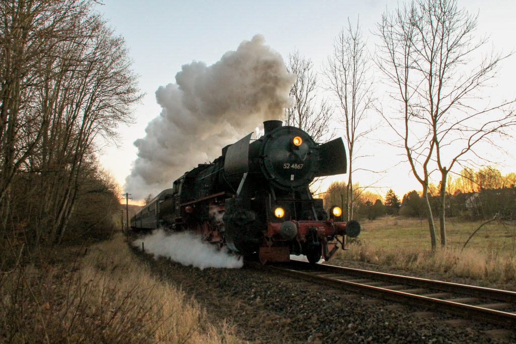 52 4867 bei Auringen auf der Ländchesbahn ein, aufgenommen am 03.12.2016.