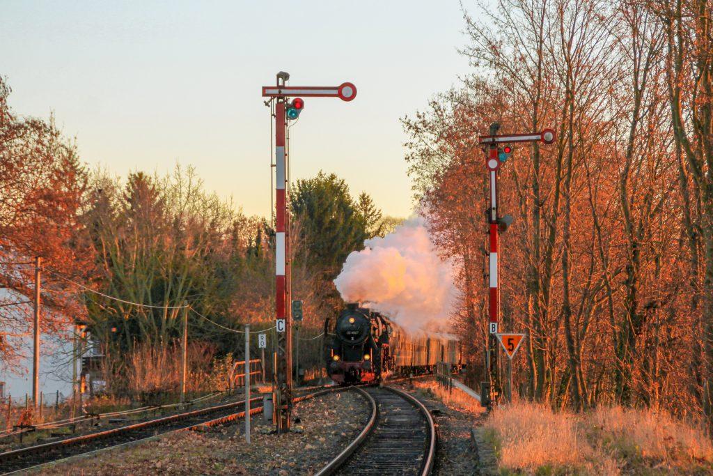 52 4867 auf der Einfahrweiche in Wiesbaden-Igstadt auf der Ländchesbahn, aufgenommen am 03.12.2016.